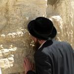 pray kotel western wall jerusalem