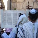 Sefer_Torah_Hagbaa